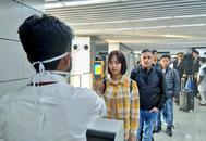 Control de pasajeros que llegan a India desde China.