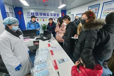 Aislados por el virus letal en Wuhan: mercados arrasados, hospitales abarrotados...