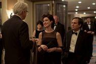 De izquierda a derecha, Tim Robbins, Anne Hathaway y Mark Ruffalo.