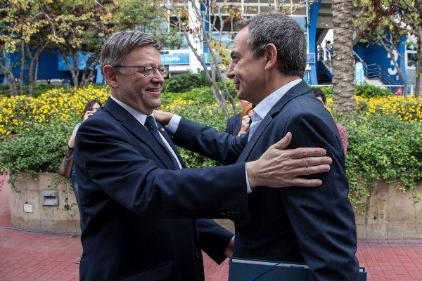 El presidente valenciano, Ximo Puig, saluda a José Luis Rodríguez Zapatero.