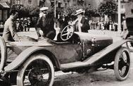 El marketing de Hispano-Suiza fue rompedor. Se promocionaba en salones y carreras, pero su mejor embajador fue sin duda  Alfonso XIII.