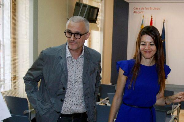 Rafael Tabares, junto a la consellera Carolina Pascual.