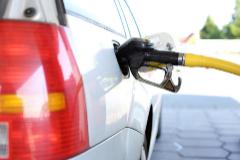 Con estas tarjetas la gasolina te saldrá hasta un 12% más barata