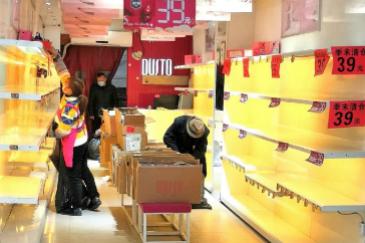 Hospitales llenos, tiendas vacías: así es el Año Nuevo más triste