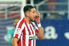 <HIT>Atletico</HIT> <HIT>Madrid</HIT>'s Mexican midfielder Hector Miguel Herrera gestures during the Spanish league football match between SD Eibar and Club <HIT>Atletico</HIT> de <HIT>Madrid</HIT> at the Ipurua stadium in Eibar on January 18, 2020. (Photo by ANDER GILLENEA / AFP)
