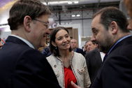 El ministro de Fomento, José Luis Ábalos, este jueves en Fitur con el presidente de la Generalitat Valenciana, Ximo Puig, y la ministra de Industria, Reyes Maroto.