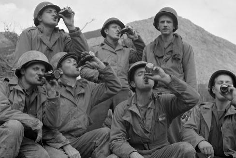 CAFEÍNA. En 1943, el general Eisenhower, comandante de las tropas en Europa, pidió construir 10 plantas de producción de Coca-Cola, más eficiente que el café en combate.