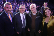 El presidente de la Diputación y Carlos Saura junto a otros responsables políticos.