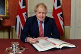 <HIT>Boris</HIT> Johnson firma el acuerdo de abandono de la Unión Europea por parte del Reino Unido.