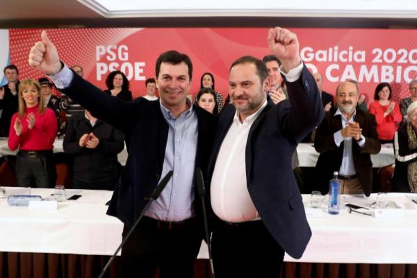 """Ábalos avisa de que a él no le """"echa nadie"""" y Pedro Sánchez le apoya porque """"evitó una crisis diplomática"""""""