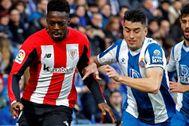 GRAF7921. CORNELLÁ DE LLOBREGAT(BARCELONA).- El delantero del Athletic de Bilbao Iñaki <HIT>Williams</HIT> (i), y el jugador del Espanyol Marc Roca (d), durante el partido de LaLiga Santander correspondiente a la jornada 21 disputado este sábado en el RCDE Stadium.