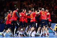 Stockholm (Sweden).- <HIT>Spain</HIT>'s players celebrate after winning the semi final match between <HIT>Spain</HIT> and Slovenia at the Men's European <HIT>Handball</HIT> Championship in Stockholm, Sweden, 24 January 2020. (Balonmano, Eslovenia, España, Suecia, Estocolmo) EPA/ SWEDEN OUT
