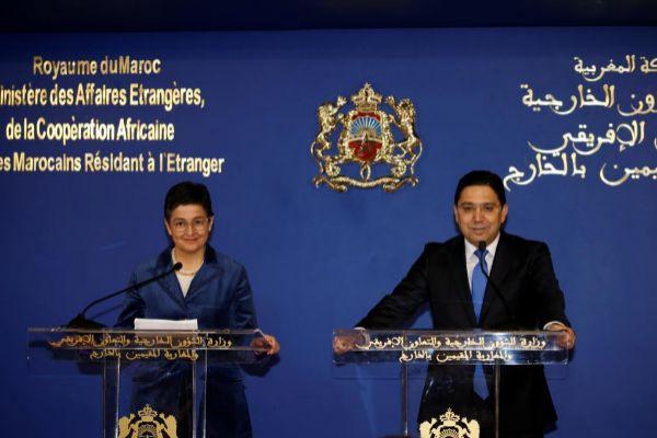 La ministra española de Exteriores Arancha González Laya, junto a su...