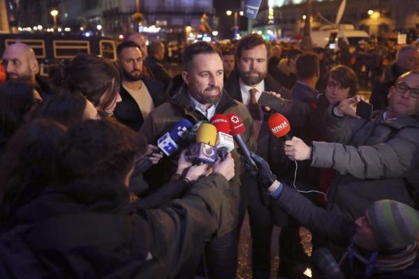 Santiago Abascal, junto a Iván Espinosa de los Monteros, en la Puerta...