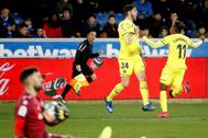 GRAF8548. VITORIA.- El delantero <HIT>Fernando</HIT> <HIT>Niño</HIT> (i) celebra el gol de la victoria en el último minuto del partido ante el Deportivo Alavés, correspondiente a la vigésimo primera jornada de LaLiga Santander que se disputa este sábado en el estadio de Mendizorrotza.