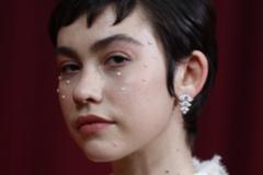 Las perlas de Greta Fernández, el maquillaje más sorprendente de los Premios Goya 2020
