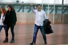 Jordi Sànchez, ayer, a su salida de la cárcel de Lledoners junto a su esposa y su hija.