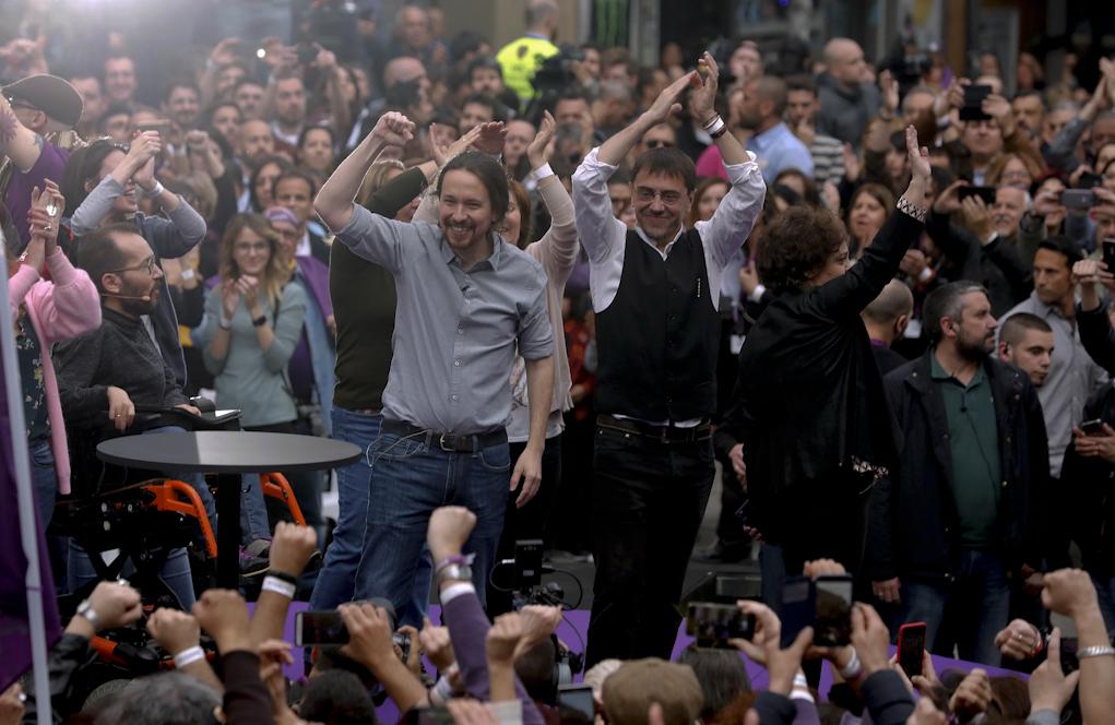 Pablo Iglesias y Juan Carlos Monedero, en un acto electoral en Madrid...