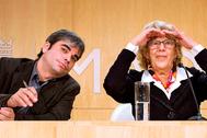 La ex alcaldesa de Madrid Manuela Carmena y el ex concejal de Economía y Hacienda Jorge García Castaño, en Cibeles.