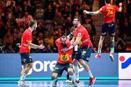 Gómez, Maqueda, Guardiola y Morros festejan la victoria en la final.