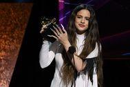 Rosalía, con su premio Grammy al mejor álbum de rock urbano, por 'El mal querer'