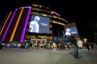 El Madison, con la imagen de Kobe y los colores de los Lakers.