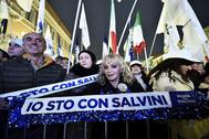Partidarios de Salvini se manifiestan a su favor en Ravenna.