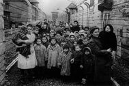 Presos judíos supervivientes de Auschwitz.