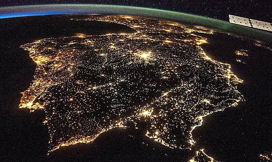 La iluminación de la península Ibérica vista desde el espacio. NASA