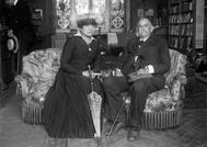 Benito Pérez Galdós junto a la actriz María Guerrero, en Santander, hacia 1915.