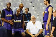 Kobe, Odom, Jackson y Gasol, durante un partido en Barcelona.