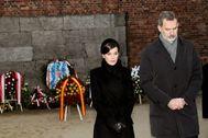 El rey Felipe y la reina Letizia, en el campo de concentración de Auschwitz.