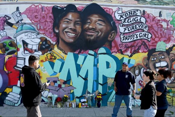 Un mural de homenaje en Pickford Market en Los Angeles.