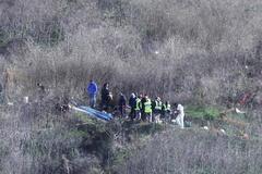 Las autoridades que se ocupan del caso en la zona del accidente.