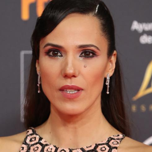 Laia Alemany copia en los Premios Goya 2020 eltruco de belleza de Charlize Theron