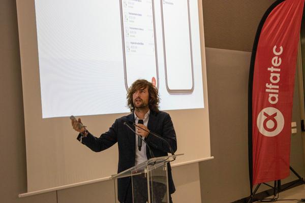 El ingeniero Javier Campos, durante una conferencia de Alfatec.