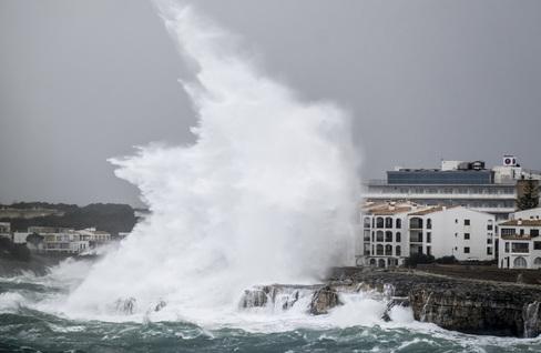 """""""La ola duplicó la altura del hotel, lo ocultó por completo"""""""