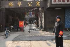 El único habitante de Wuhan que no lleva mascarilla