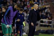 Zidane da instrucciones en La Romareda.