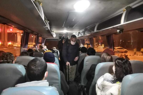 En el autobús camino del aeropuerto.