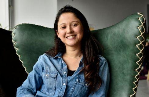 """Juanita, la probadora oficial del succionador de clítoris: """"Soy muy feliz en mi trabajo"""""""