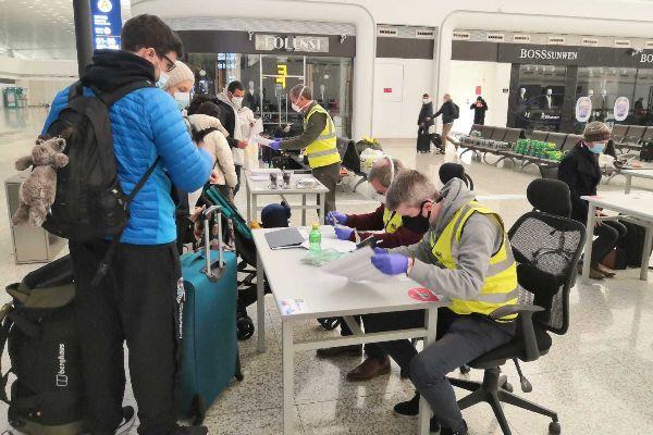 """En el aeropuerto fantasma de Wuhan: """"Ya queda poco"""""""