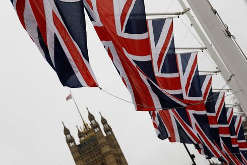 Banderas británicas, cerca del Parlamento, en Londres.