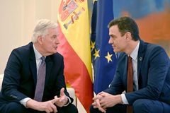 GRAF1465 MADRID, 30/1/2020.El presidente del Gobierno, Pedro Sánchez,d., y el negociador principal de la UE para el brexit, Michel <HIT>Barnier</HIT>, iz., durante la entrevista que mantuvieron hoy en el Palacio de La Moncloa para conocer las prioridades españolas para la negociación de la relación futura con el Reino Unido que comienza tras la salida británica de la unión este viernes.