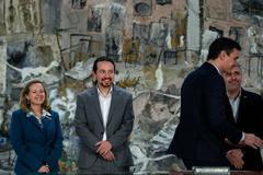 La ministra de Economía, Nadia Calviño, junto al vicepresidente del Gobierno, Pablo Iglesias, y el presidente del Ejecutivo, Pedro Sánchez.
