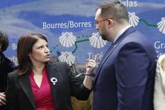 La vicesecretaria general del PSOE, Adriana Lastra, y el presidente del Principado de Asturias, Adrián Barbón, en la Feria Internacional del Turismo (Fitur), en Madrid.