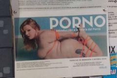 Suspenden un seminario porno en la Complutense por anunciarlo con una mujer desnuda y atada