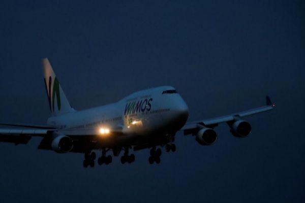 El avión que traslada a los españoles toma tierra en Torrejón | Susana  Vera / Reuters