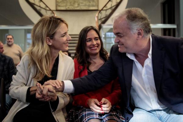 La portavoz del PP en el Congreso, Cayetana Álvarez de Toledo, saluda al eurodiputado Esteban González Pons, este viernes, en Valencia.