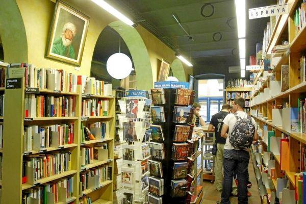 Imagen de una librería de Gerona, con una sección dedicada a...